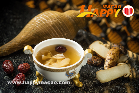 Pearl_Dragon_-_Double-boiled_Chicken_Soup_with_Fresh_Matsutake_and_Sea_Conch1