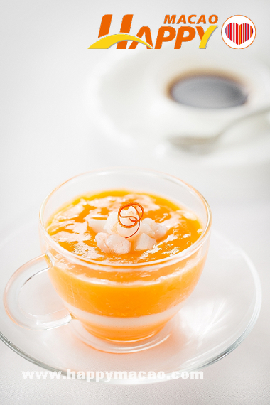 Man_Hing-Pumpkin_soup_with_Crab_Roe