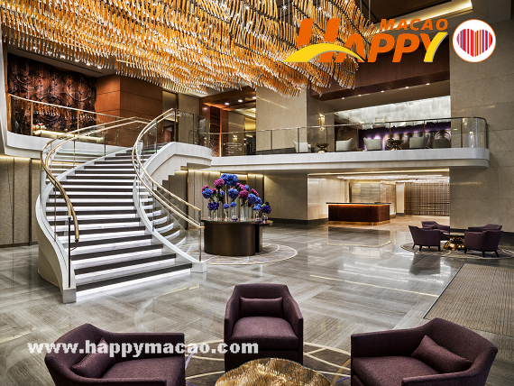 Hotels_Foyer_-_Grand_Staircase