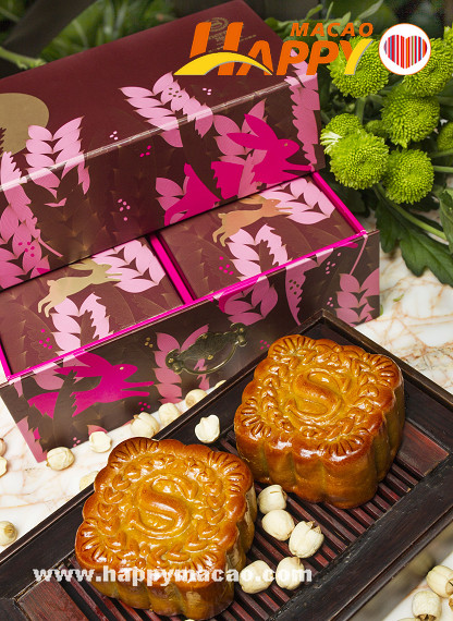 Sheraton_Macao_Hotel_-_Low_Sugar_Deluxe_Lotus_with_Double_Egg_Yolk_Mooncakes