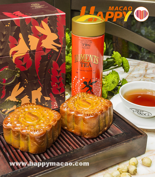 Sheraton_Macao_Hotel_-_Red_Bean_Paste_with_Mandarin_Peel_Mooncakes