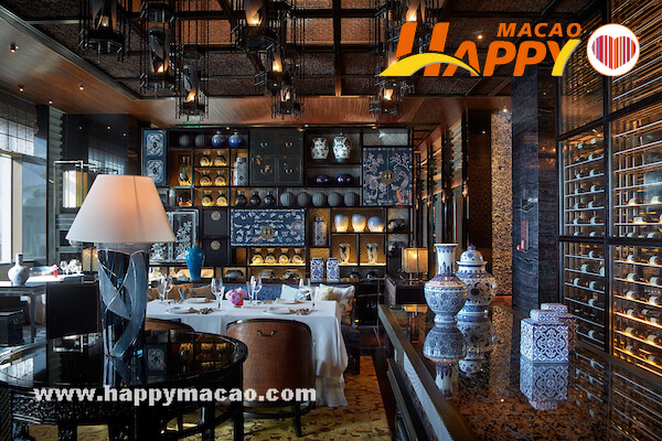 Lai_Heen_Dining_area_1