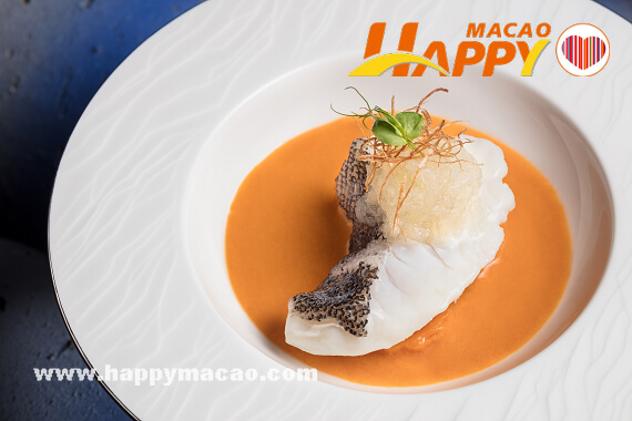 fc20180223macau676733-Simmered_Garoupa_Fillet_with_Birds_Nest_in_Lobster_Bisque_-_mid_res_1