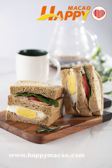 Starbucks_Chicken_Egg_and_Ham_Sandwich