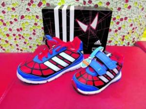Adidas 蜘蛛俠上身