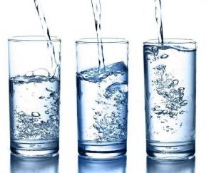 睡前喝水有利健康