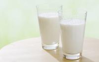 喝牛奶會引發痘痘?