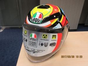 摩托車頭盔型號法規今起生效