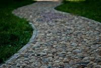 走鵝卵石路要注意