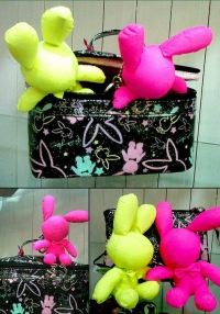 Playboy 兔仔圖案隨身攜袋
