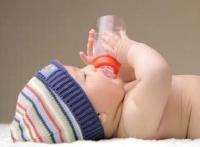 母嬰臨時支援計劃保障家長買奶粉