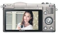 Sony A5100迎合自拍族