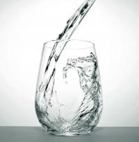 冬季出汗少也要注意補水