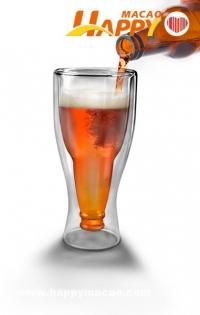 我把啤酒瓶倒進杯子裡?
