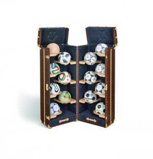 LV 續打造世界盃獎盃旅行箱